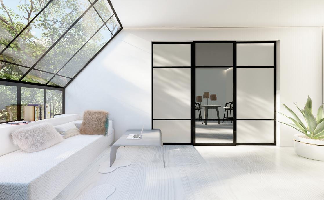 Skyvedørsgarderober med frostet glass og klart speil og svarte profiler og sprosser