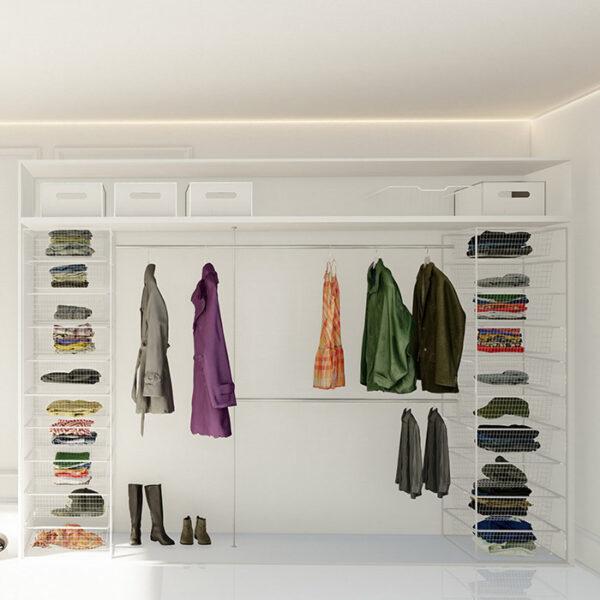 billig garderobeinnredning med trådhyller og garderobestenger tilpasset på mål