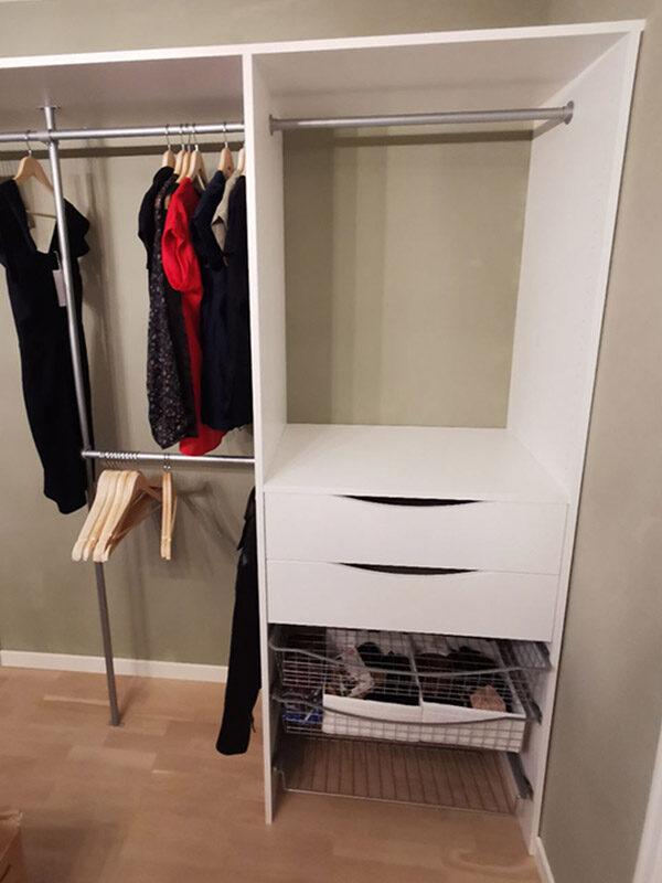 skreddersydd garderobeinnredning med garderobestenger, hyller, skuffer og skohyller