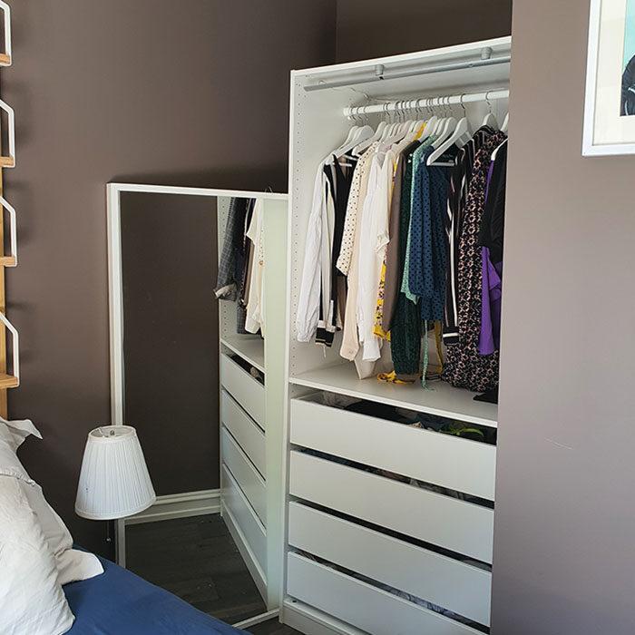 innredningen i den gamle garderoben på soverommet til Anette-Marie