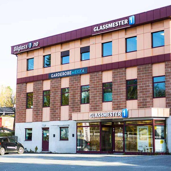 fasaden og inngangspartiet til Garderobemekka og Glassmester1 i Bærum