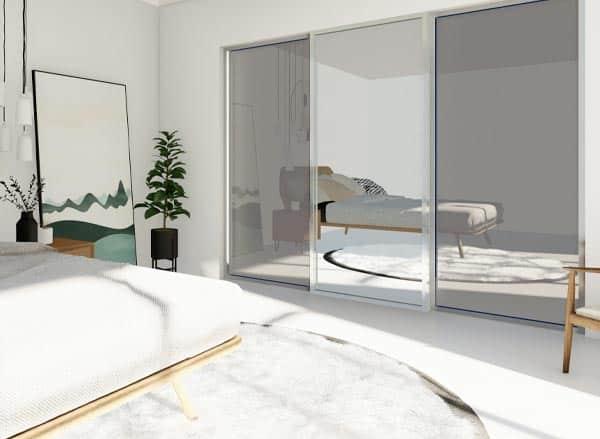 skyvedører med sotet speil og klart speil og sølvfargede profiler