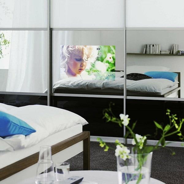 skyvedører med farget glass og speil